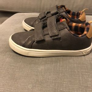 Size 9 toddler shoes. Great condition!